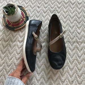 Clark's black leather Mary Jane flats size 6.5